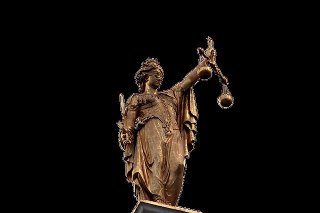 天秤を持つ女神の像