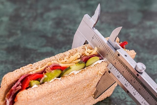 サンドイッチの厚みを測る