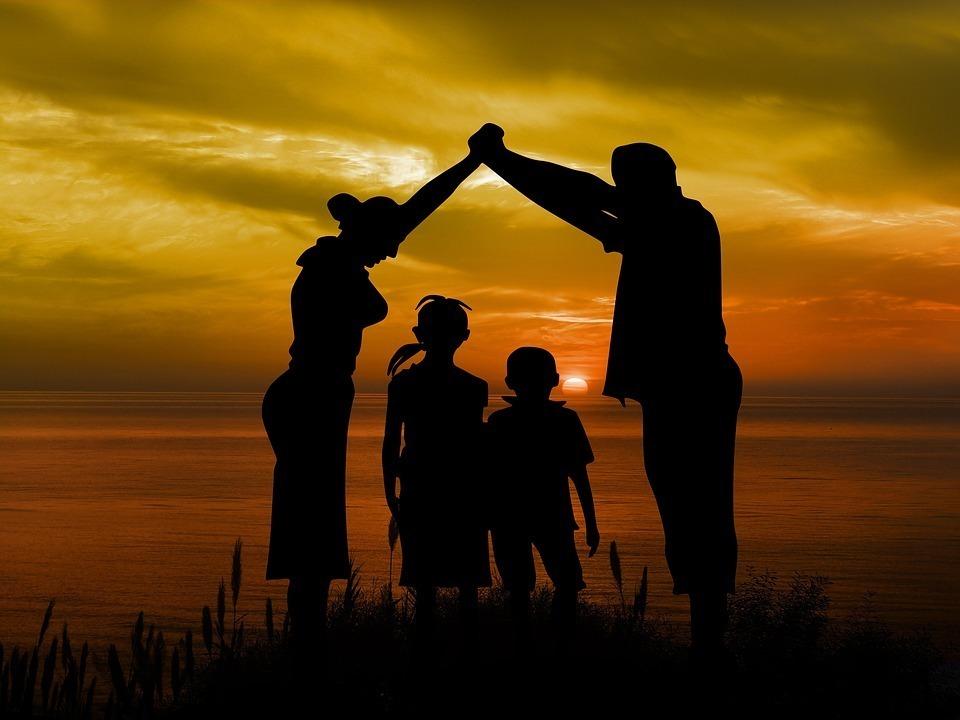 四人家族の影