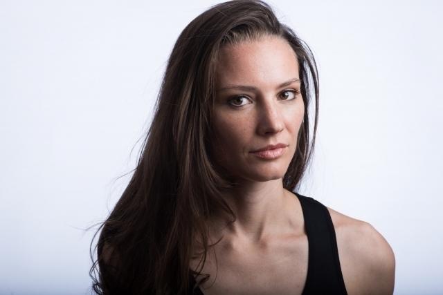 髪の長い外国人女性の画像