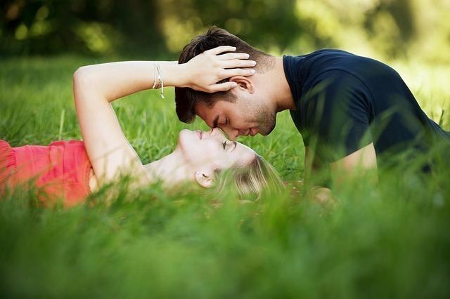 蠍座O型男性の恋愛傾向①:好きな人や恋人には惜しみない愛情