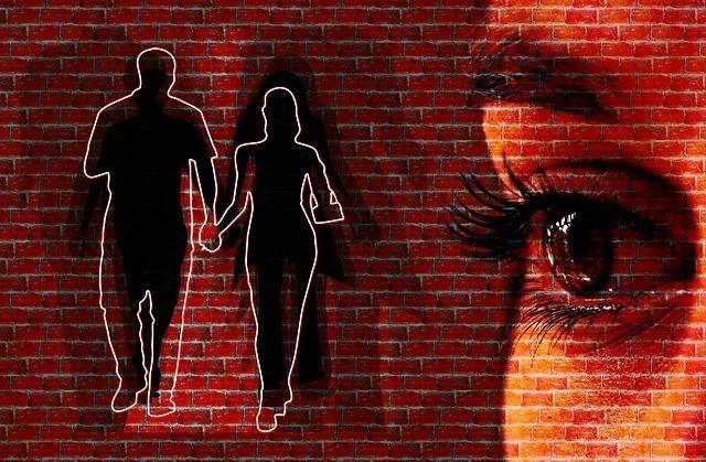 蠍座でAB型の女性の恋愛傾向②嫉妬深く独占欲が強い