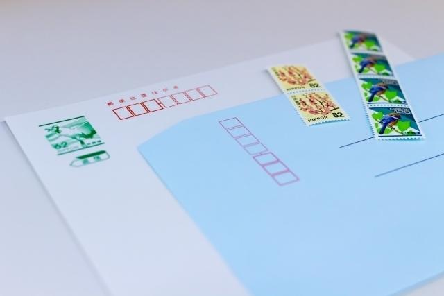 ハガキと切手と封筒のセット