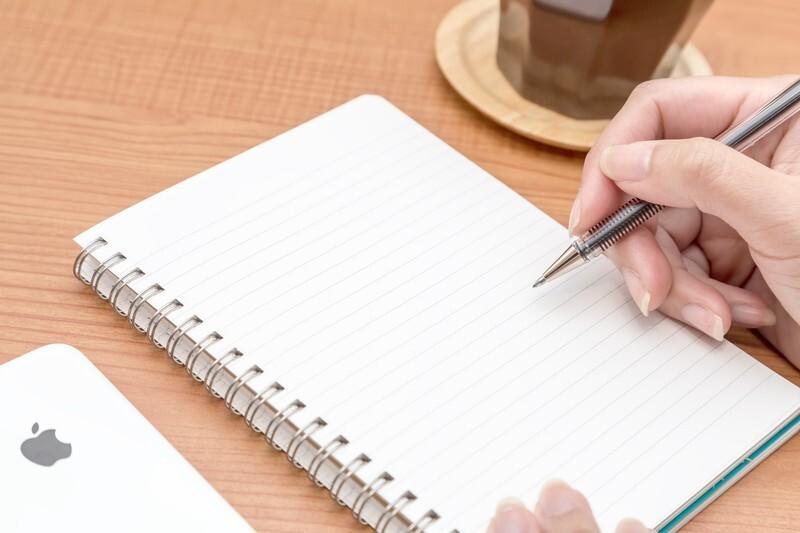 ノートなど汚したくない時や細かい文字を書く時のおすすめの鉛筆の硬さはHから2H