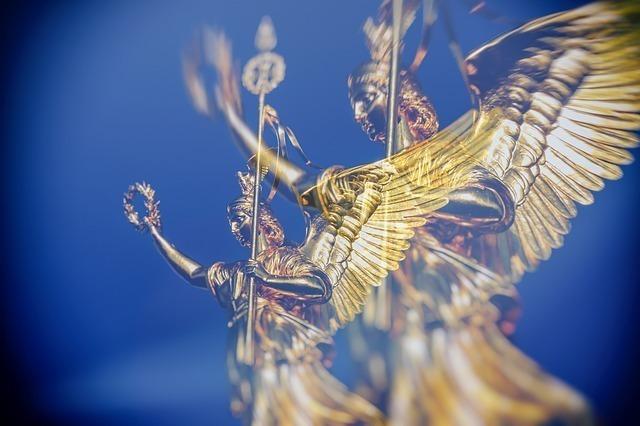 【4】をよく見かけるとき、天使の手助けを受けることができる