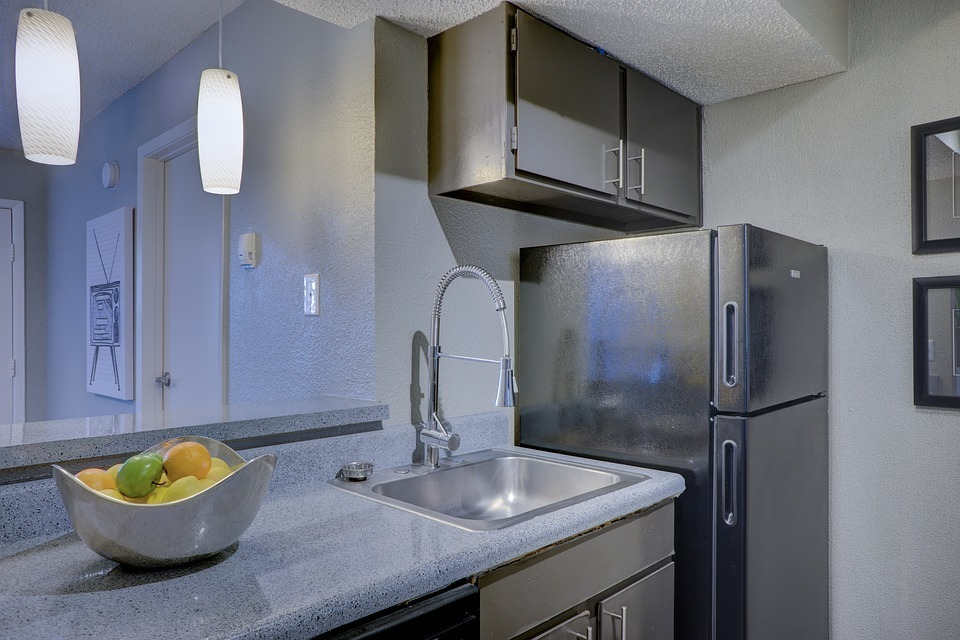 冷蔵庫の横が熱い原因は?どんなときに熱くなるの?