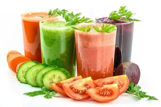 野菜ジュースを飲み過ぎると太る理由とは