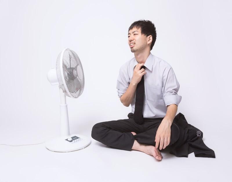 扇風機の風を冷たくするには濡れタオルが効果的?