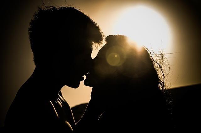 ディープキス(ベロチュー)と普通のキスの違い