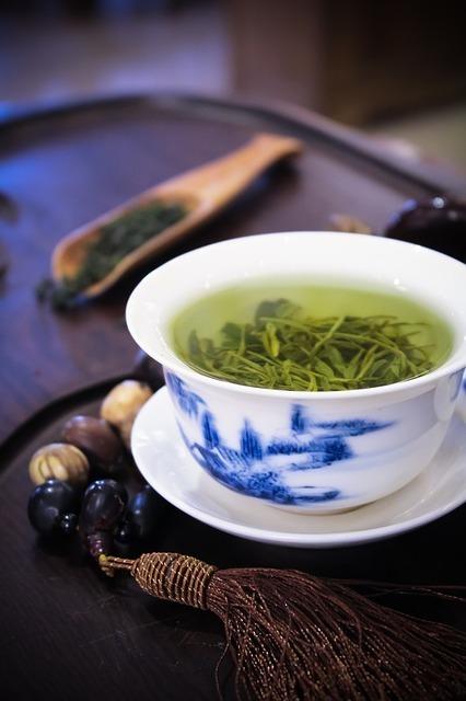 「日本といえば」で連想される人気のお土産3位:お茶