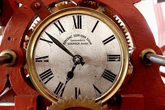 午後7時前のねじ式時計