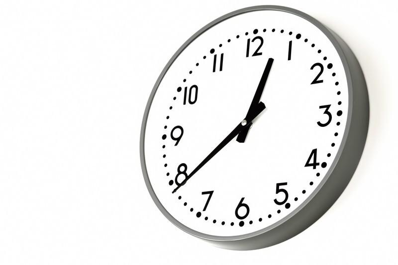 12時台を指す時計