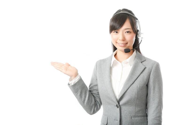 解決策を提案する女性ナビゲーター