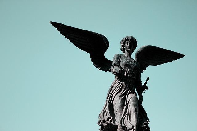 天使が助けてくれています。またあなたがそれを知り、勇気を持つことを天使は望んでいます