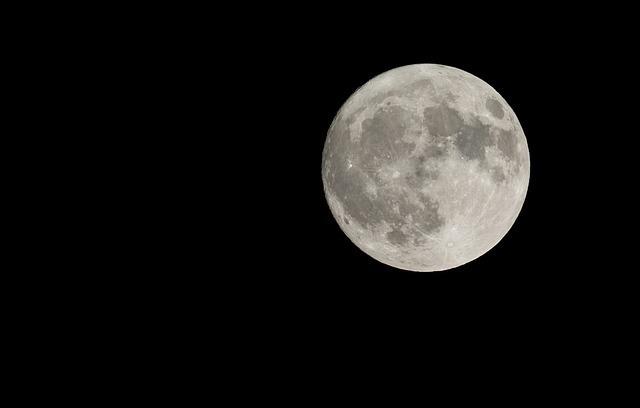月の公転周期は27日