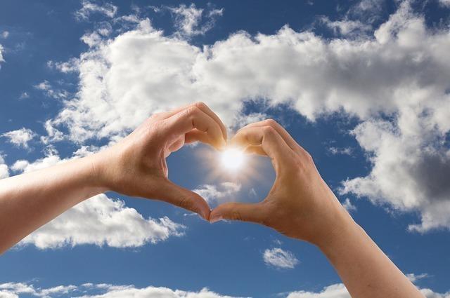 天使はあなたにプラス思考を大切にし、愛と成功だけを考えてくださいと伝えています