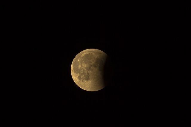 17日から20日頃の月の名前「立待月/居待月/寝待月/更待月」