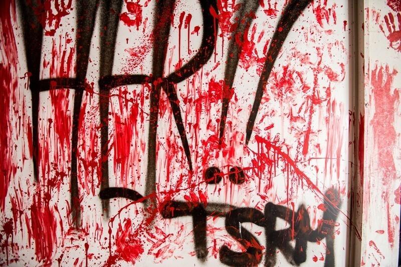 誰もが口を閉ざす「血の16枚の画像」とは?
