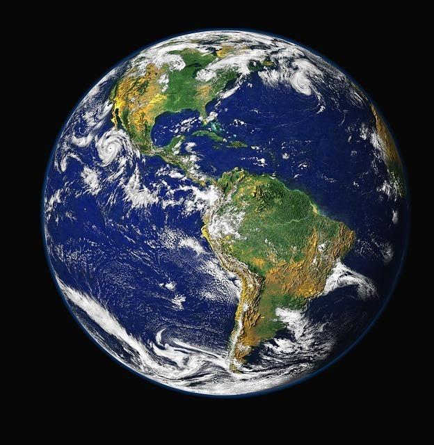 マリアナ海溝は地球のどこにある?