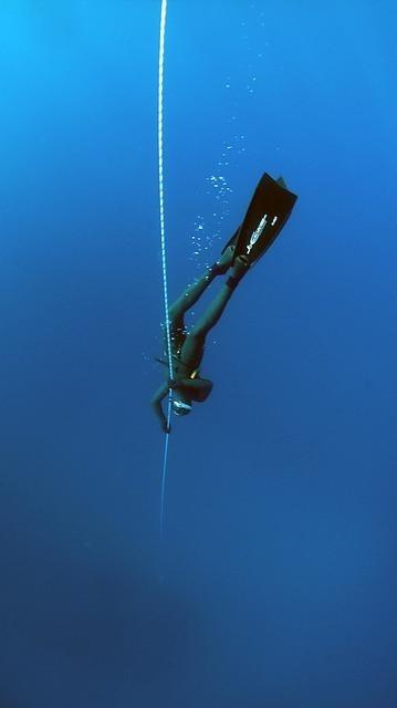 チャレンジャー海淵の水圧はどの位?