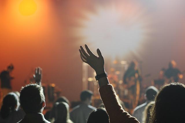 悩んでいるときにピッタリの内省的な音楽とは?