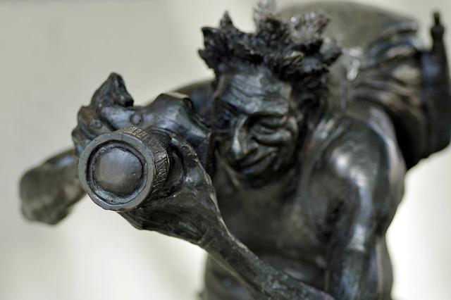 ローマ神話のシンボルに残る松ぼっくり