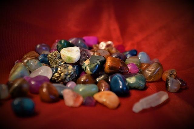 水晶の種類を色別で紹介