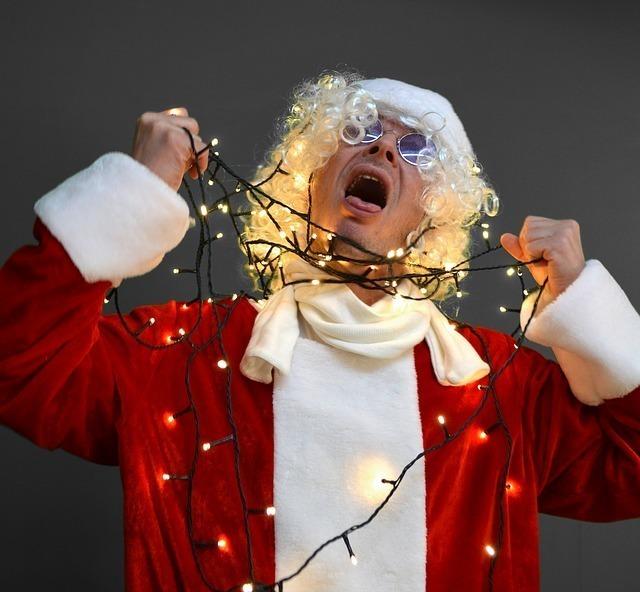 サンタクロースに扮したコメディアン