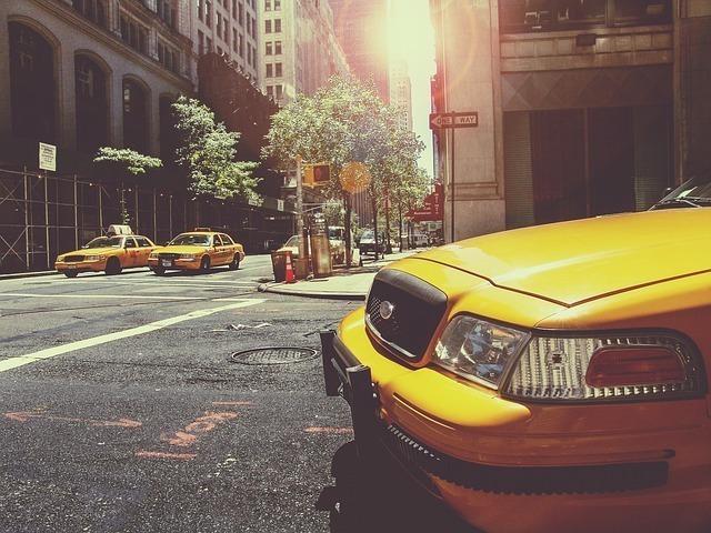 「四つ葉のタクシー」の管理会社は?