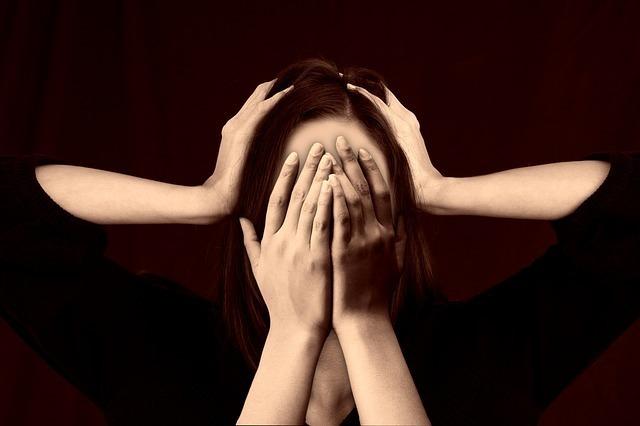 体調不良も?生き霊にとり憑かれている時の「症状」