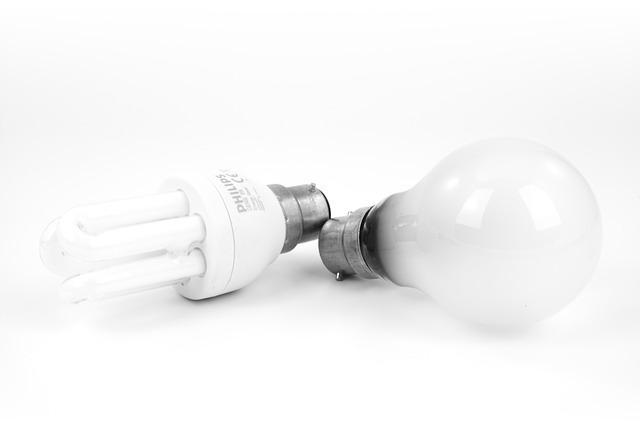 テスラの発明品「蛍光灯」
