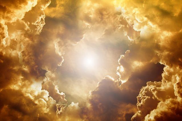 黄金に染まる空