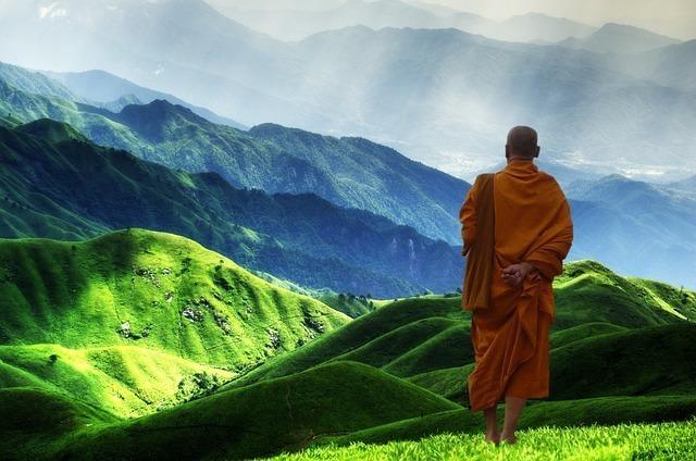 山を歩く教徒