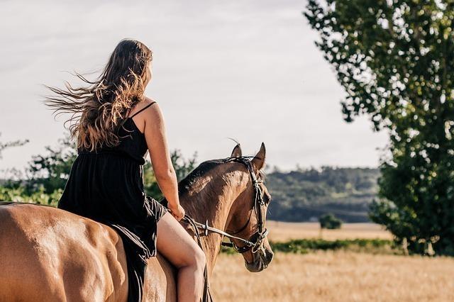 馬に乗った女性