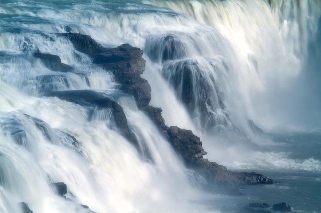 溢れ出る水のイメージ