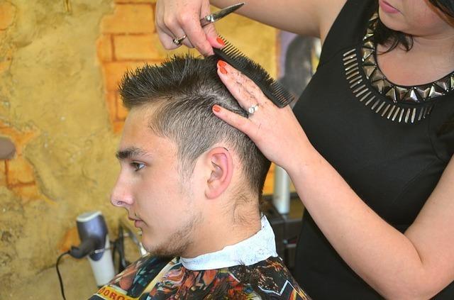 恋人の髪を切る夢
