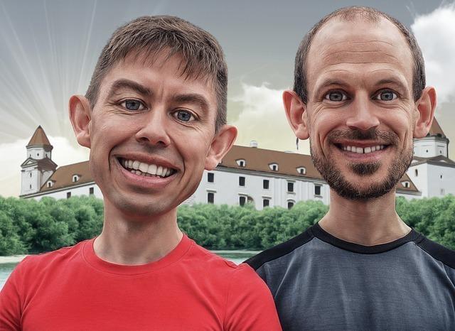 笑顔の二人の男性