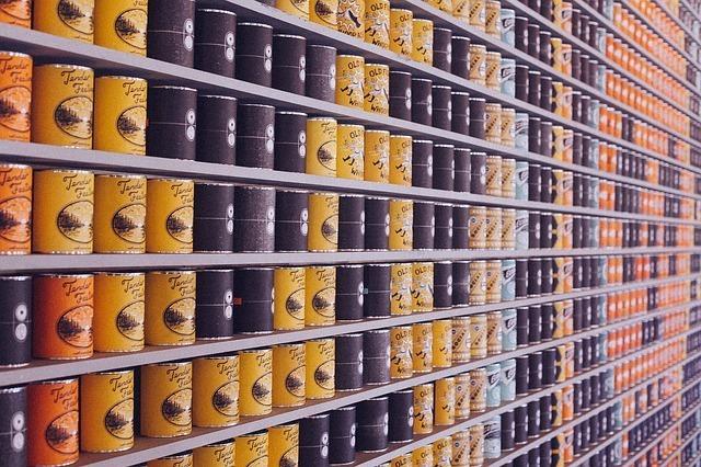 沢山の缶詰