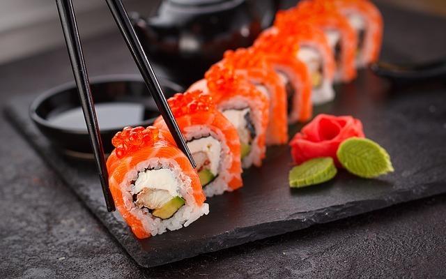 【夢占い】寿司を奢られる夢