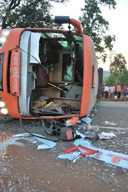 バスで事故に遭う夢