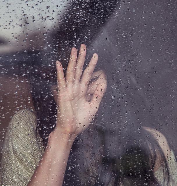 【夢占い】泣いている母親の夢