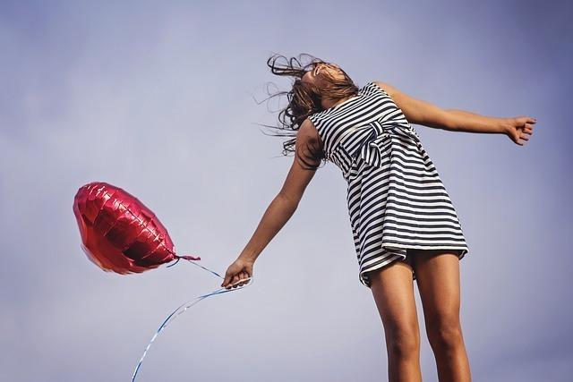 【夢占い】空を飛ぶことが楽しいと感じる夢