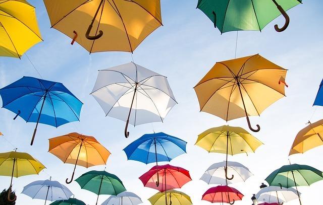 【夢占い】傘で空を飛ぶ夢