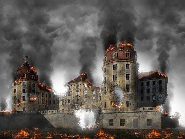 焼け落ちる建物