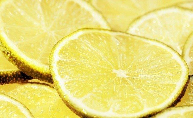 すぐ消せる|キスマークの消し方②レモン果汁を塗る