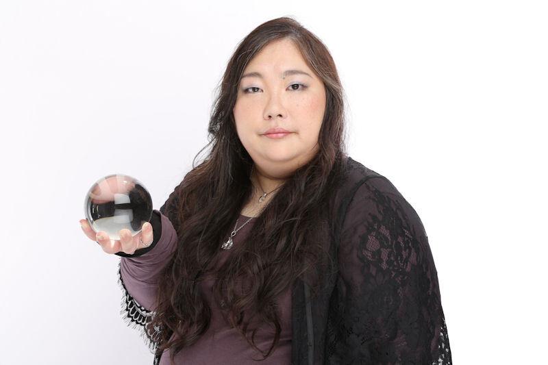 水晶球占い師の蒼月紫野先生の電話占いが予約受付中!